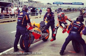 marquez-warm-up-phillip-island-flag-to-flag2013